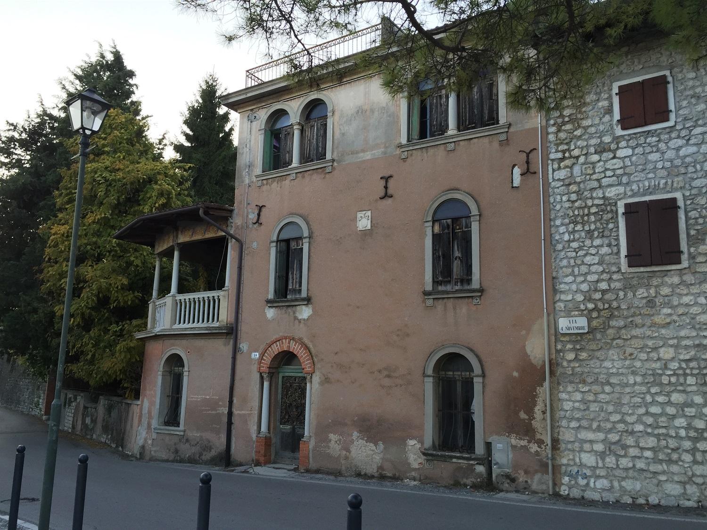 1125 villa stile liberty for Immagini di entrate di ville
